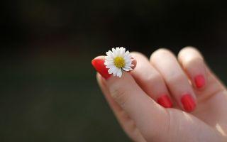 Трещины на ногтях рук — причины с фото и чем лечить