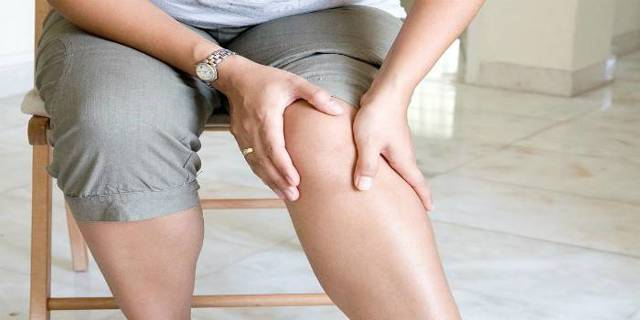 Почему хрустят колени при ходьбе или беге?