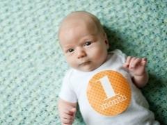 Белые прыщики на лице у новорожденного: фото и как убрать