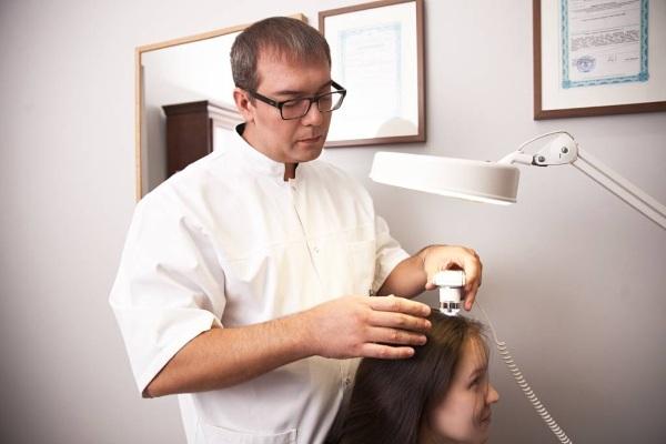 Коросты на голове - фото, причины корочек в волосах