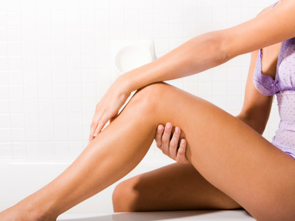 Как избавиться от вросших волос на ногах в домашних условиях