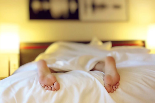 Водянистые пузырьки на ногах: причины с фото и как избавится