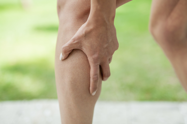 Почему пульсируют вены на ногах?