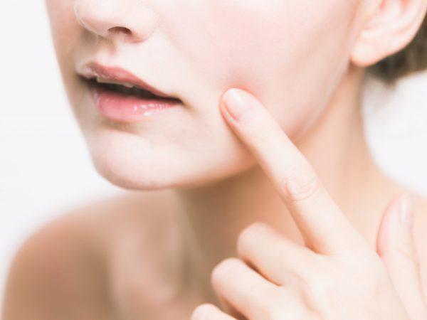 Водянистые прыщи на лице: фото, причины у взрослых и детей, как лечить