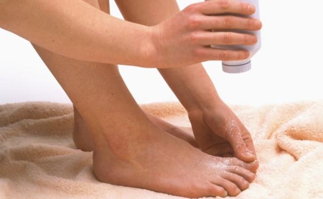 Почему сильно воняют ноги и обувь - все причины и как избавится