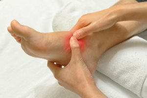 Боль в лодыжке: все причины при ходьбе и как избавится