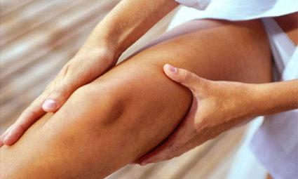 Немеют ноги ниже колена? При ходьбе или когда стоите?