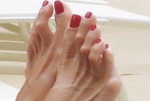 Не сгибается большой палец на ноге - почему и что делать