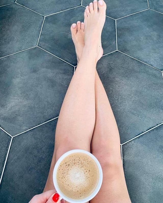 Черные точки на ногах - все причины с фото и как их убрать