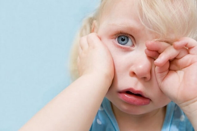 Почему чешутся уши снаружи? Все причины и как снять зуд