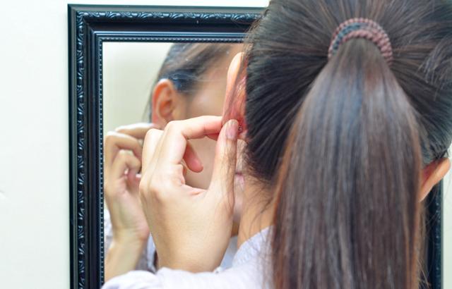 Шарики в мочке уха - все причины с фото и как удалить