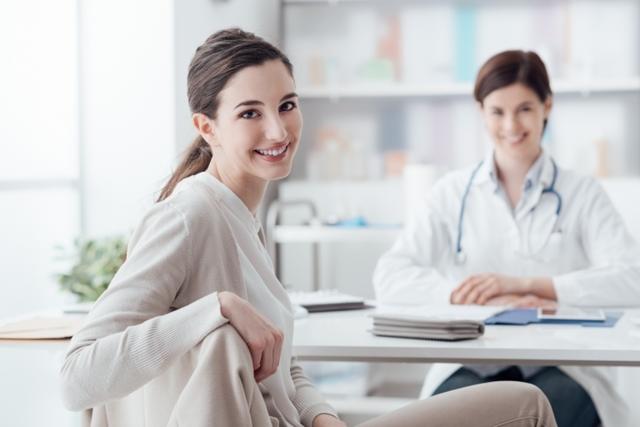 Прыщи на подбородке у женщин - фото, все причины и лечение
