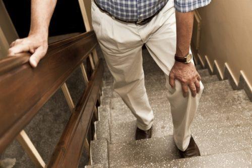 Шарик в коленном суставе - фото, причины и как убрать