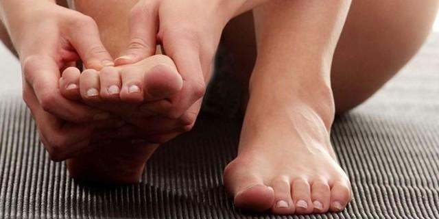 Чешутся пальцы на ногах - все причины и что делать